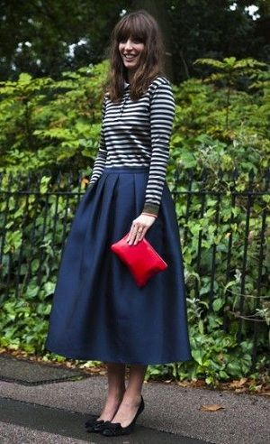 出典:http://woman-lifeinfo.com/navy-skirt/
